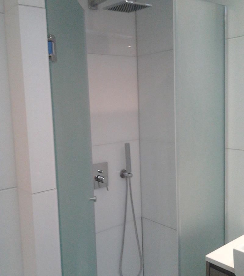 Resguardos de duche fixos ou amovíveis em vidro em Faro