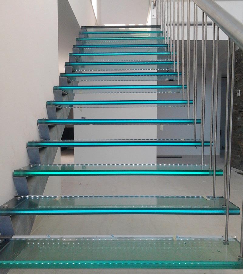 Vidros temperados/laminados: fornecimento e montagem